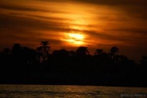 Закат в Луксоре на Ниле, Египет фото