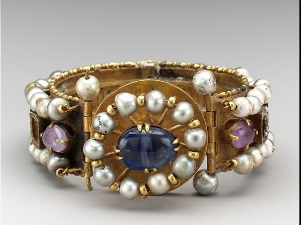 Браслет с драгоценностями, VI-VII век. Константинополь. Золото, серебро, сапфир, жемчуг.
