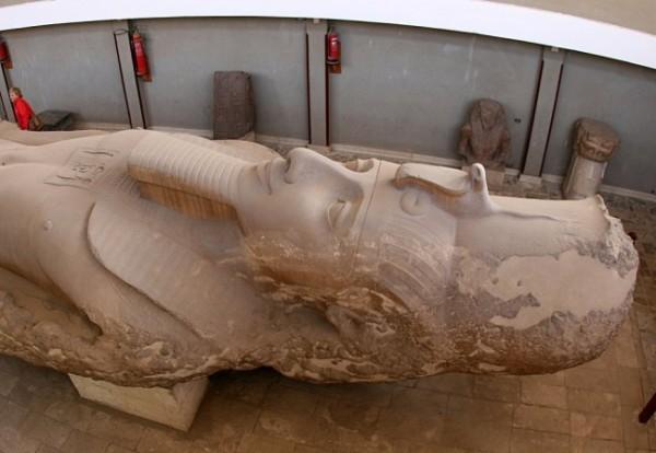 Статуя Рамзеса II в музее Мемфиса