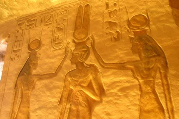 Рисунки в главном заде храма Нефертари