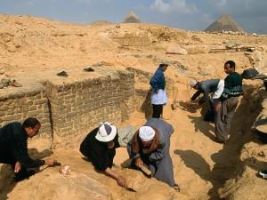 Раскопки на плато Гизы, Египет