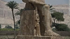 Статуи храма Аменхотепа III, Луксор