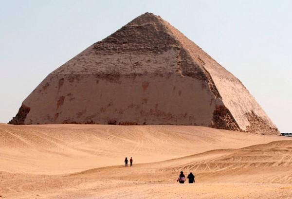 Розовая пирамида Снофру в Даншуре