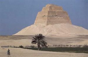 Пирамида Майдум фараона Хуни