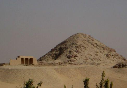 Пирамида Египта фараона Неферфера фото