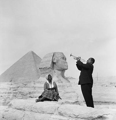 Арм Стронг на Пирамидах Гизы. Древний Египет. Фото.