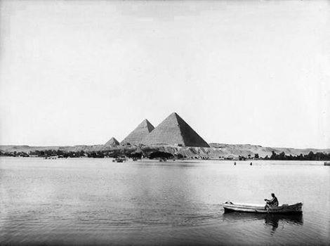 Река Нил и Пирамиды Древнего Египта. Фото.