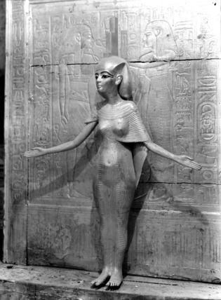 Статуэтка Исиды, найденная в гробнице фараона Тутанхамона. Древний Египет. Фото.