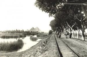 Путь к Пирамидам Древнего Египта. Плато Гиза. Фото.