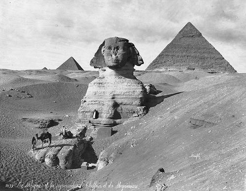 Большой Сфинкс и Пирамиды Гизы. Древний Египет. Фото.