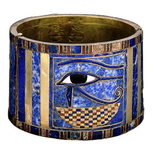 Инкрустированный браслет фараона Шишонка I Древнего Египта. Египетский музей древностей. Фото.
