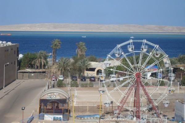 Вид из окна отеля Минамарк, Хургада, на Красное море.