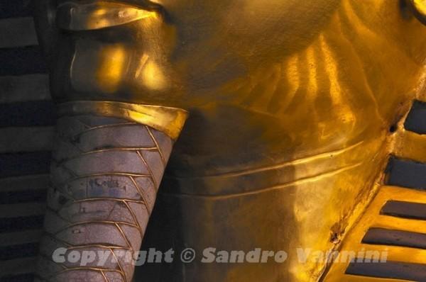 Золотая маска Тутанхамона до реставрации. Египетский музей древностей, Каир