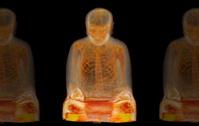Мумия монаха в статуе Будды