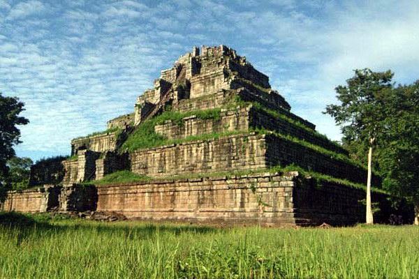 Руины древнего города Кох Кер, Камбоджа