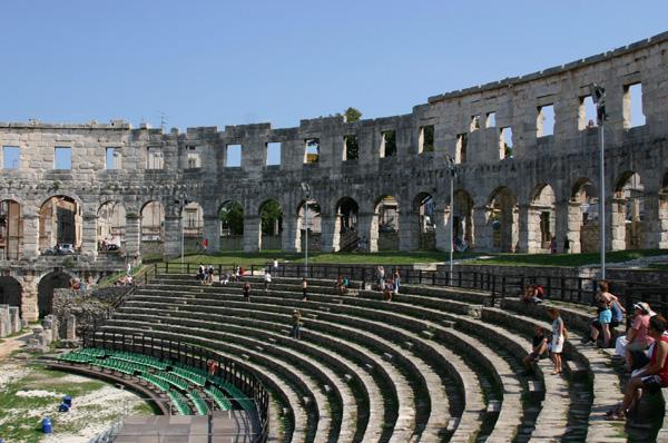 Римский колизей Хорватия, Пула