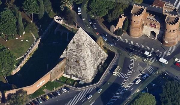 Египетская пирамида в Риме: фото