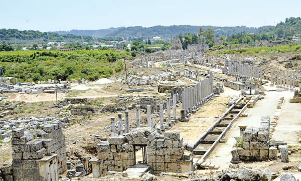 древний город рима перге турция фото