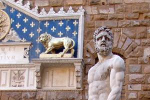 статуя геркулеса италия